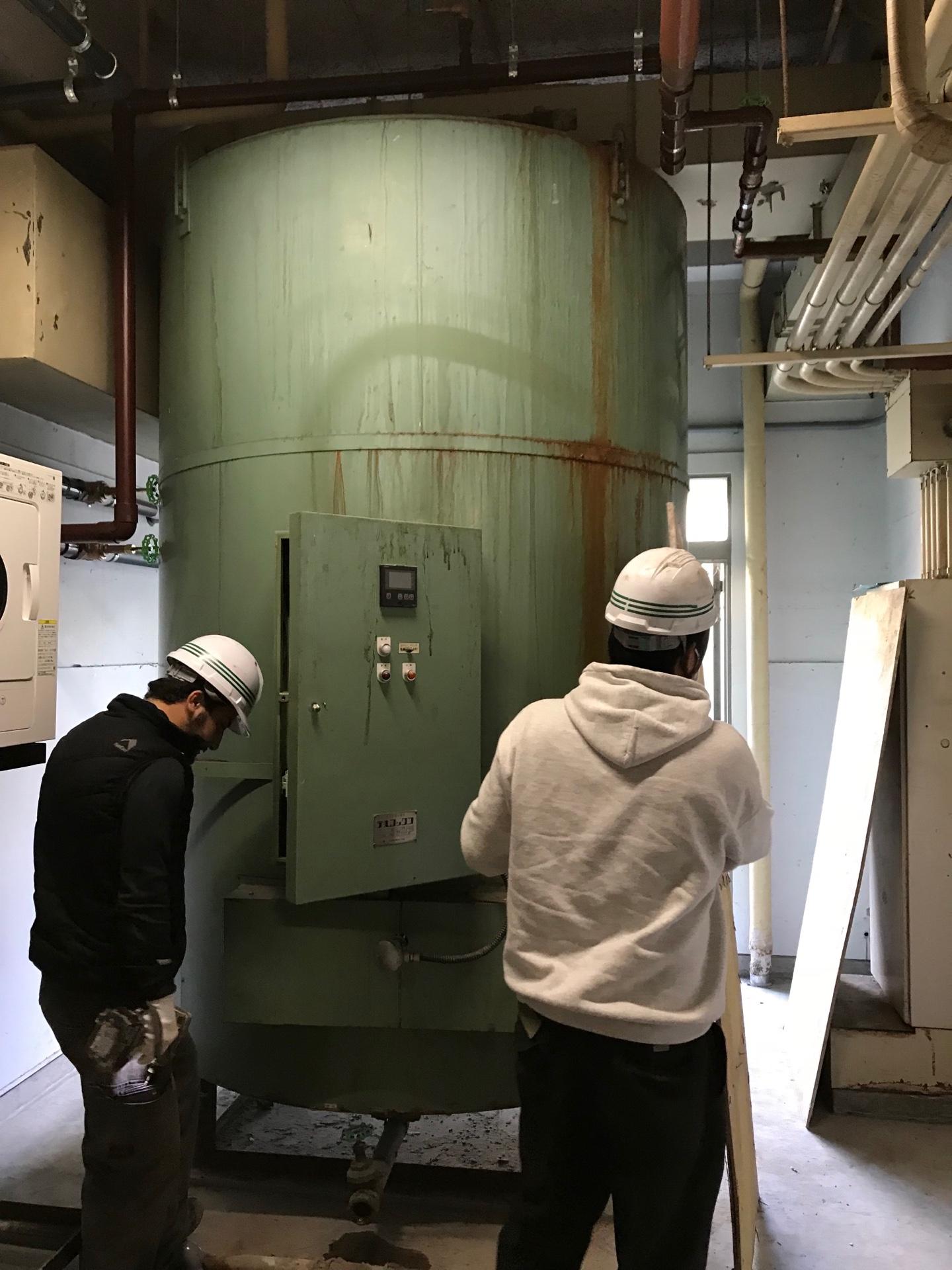 大型電気温水器